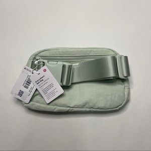 Lululemon Everywhere Belt Bag - Springtime